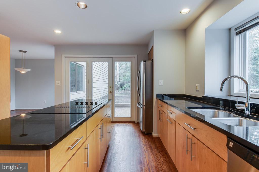 Granite Countertops - 1505 N VILLAGE RD, RESTON