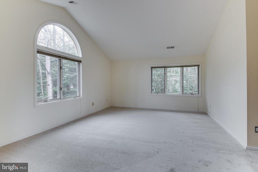 Upstairs 2nd Bed w/New Carpet & Vaulted Ceilings - 1505 N VILLAGE RD, RESTON