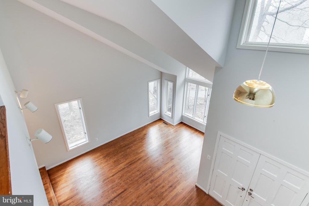 UL Hallway Overlooking ML Foyer & Living Room - 1505 N VILLAGE RD, RESTON
