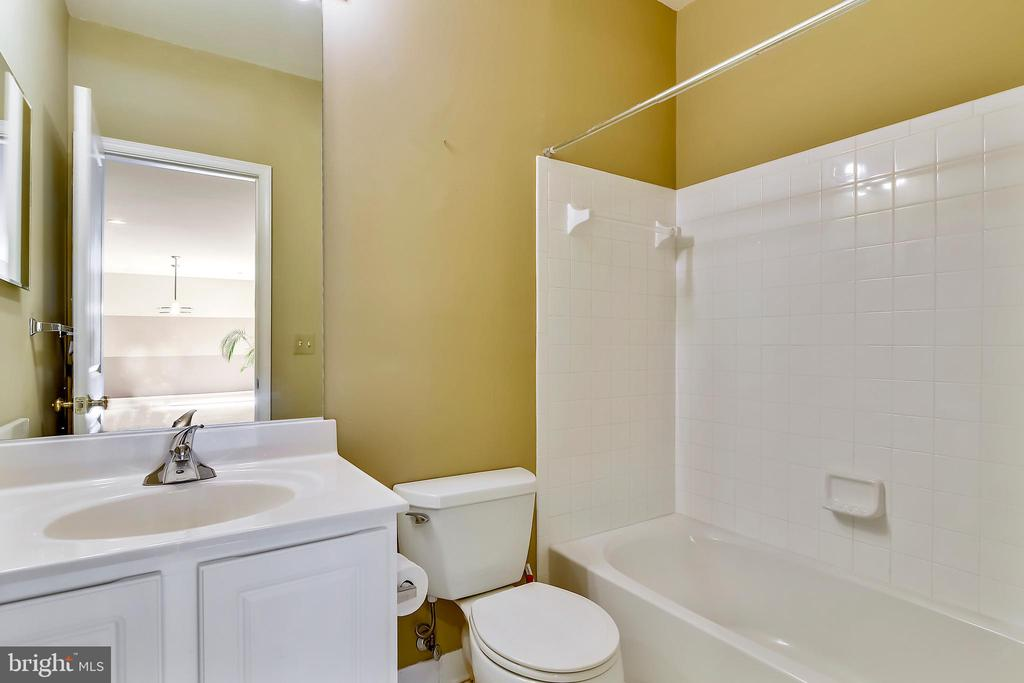Lower level full bath - 12305 COLUMBIA SPRINGS WAY, BRISTOW