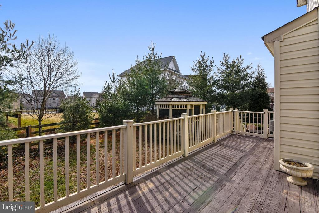 Large corner deck - 12305 COLUMBIA SPRINGS WAY, BRISTOW