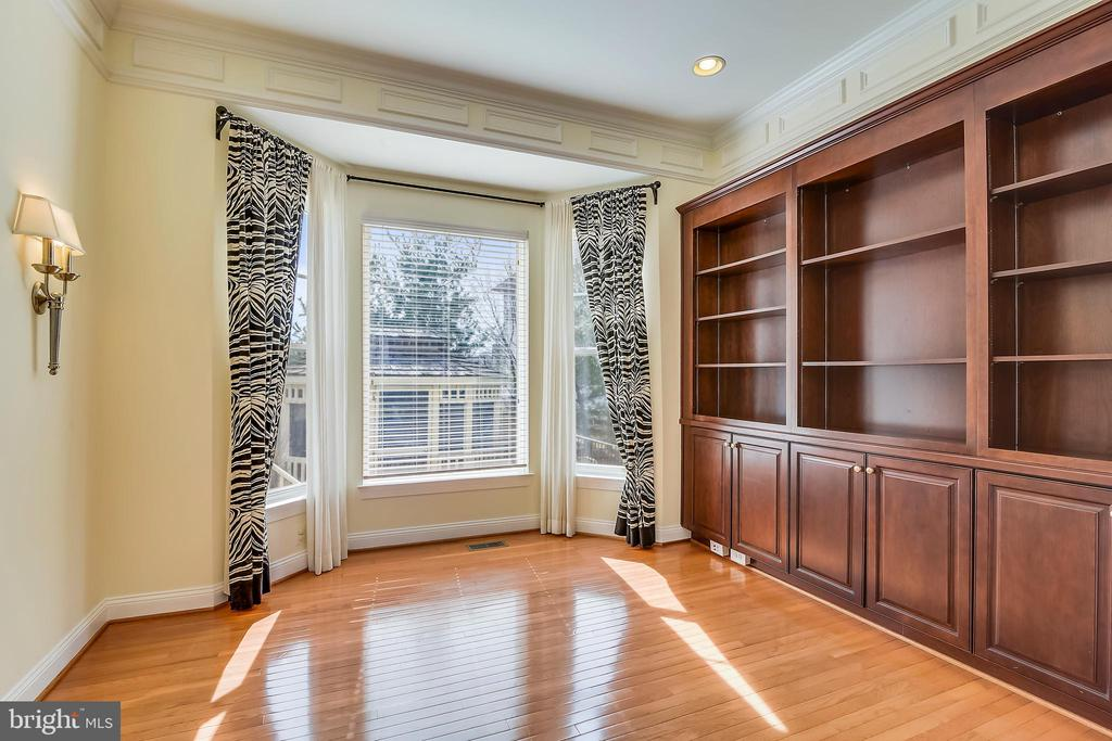 Office with built-ins - 12305 COLUMBIA SPRINGS WAY, BRISTOW