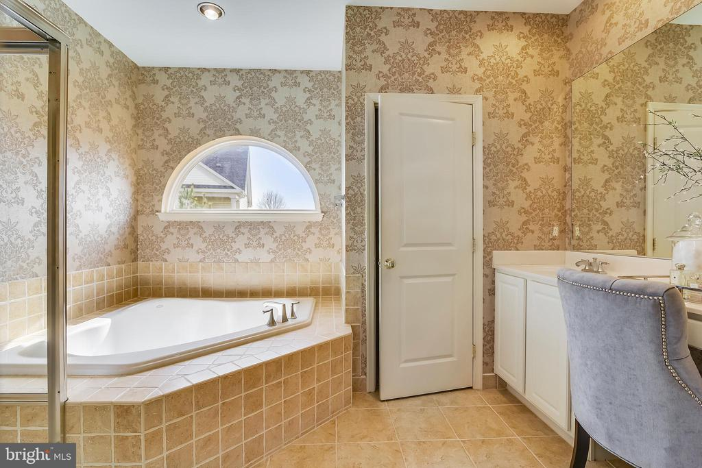 Master bath - 12305 COLUMBIA SPRINGS WAY, BRISTOW