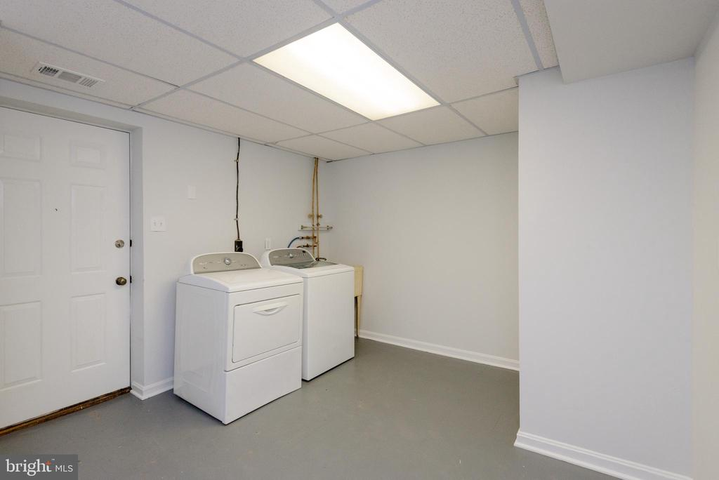 Laundry room! - 4632 HOWE AVE, SUITLAND