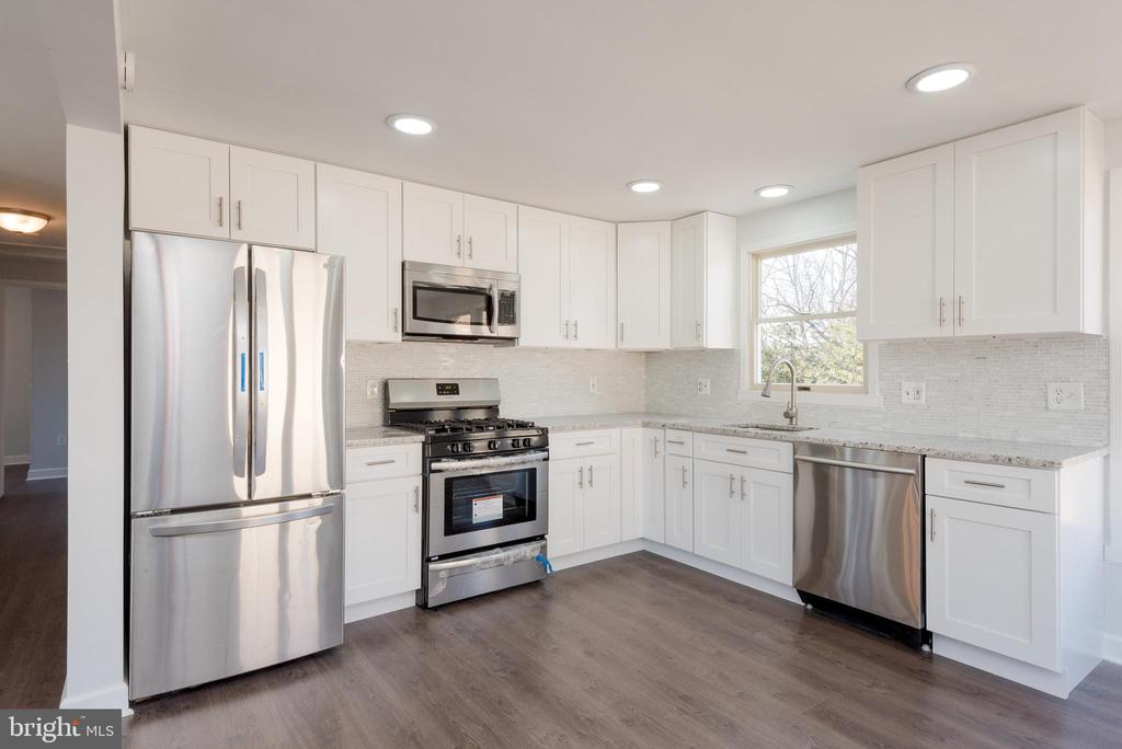 NEW stainless steel appliances - 4632 HOWE AVE, SUITLAND