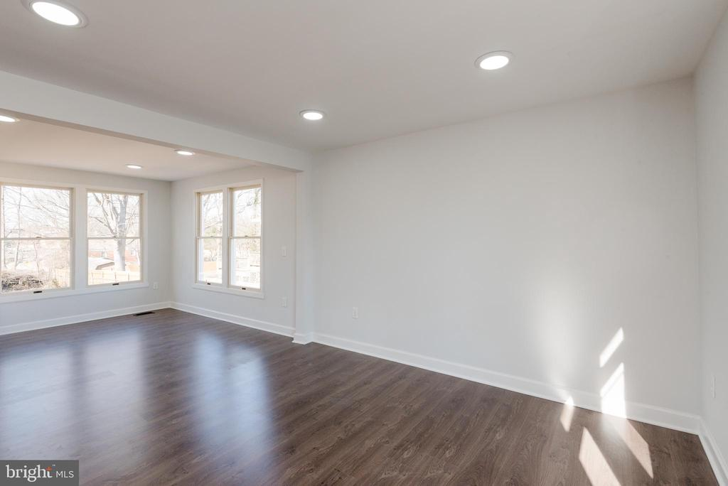 Another view from the front living room - 4632 HOWE AVE, SUITLAND