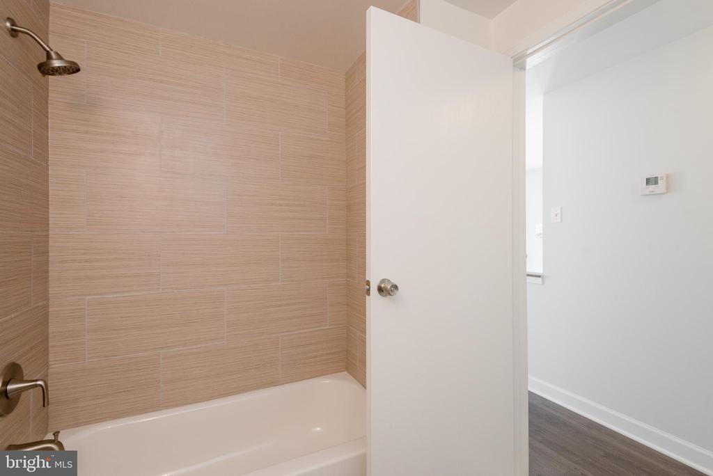 2nd upper full bathroom - 4632 HOWE AVE, SUITLAND