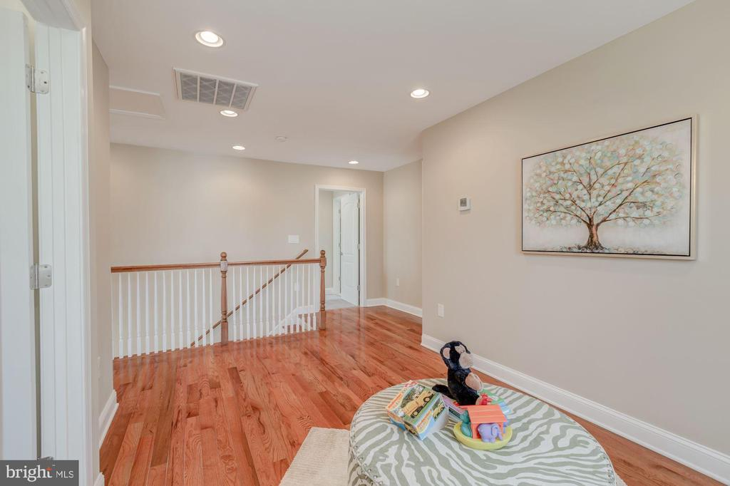 2nd Level Landing Area could be for a Play Area - 4412 RYNEX DR, ALEXANDRIA
