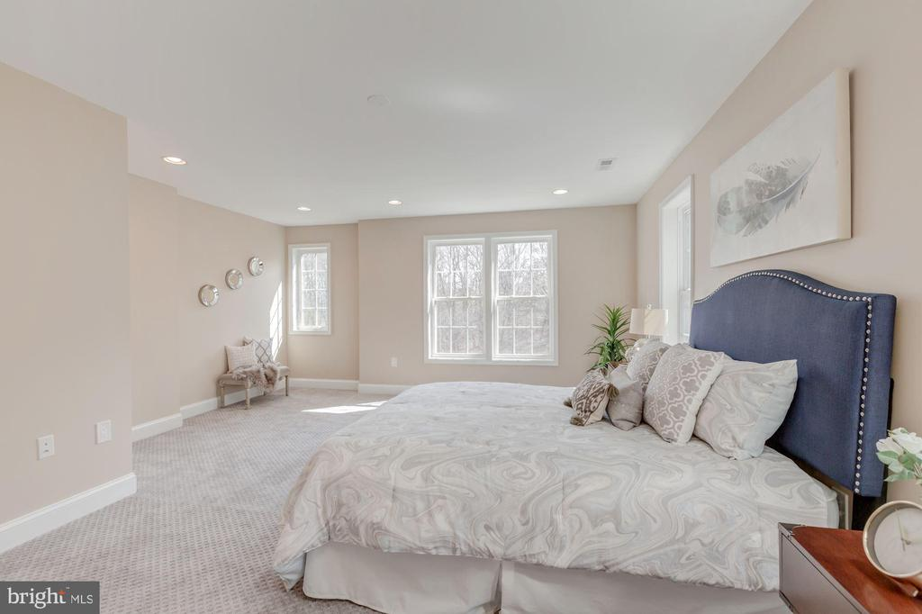 Spacious Master Bedroom on 2nd Level - 4412 RYNEX DR, ALEXANDRIA