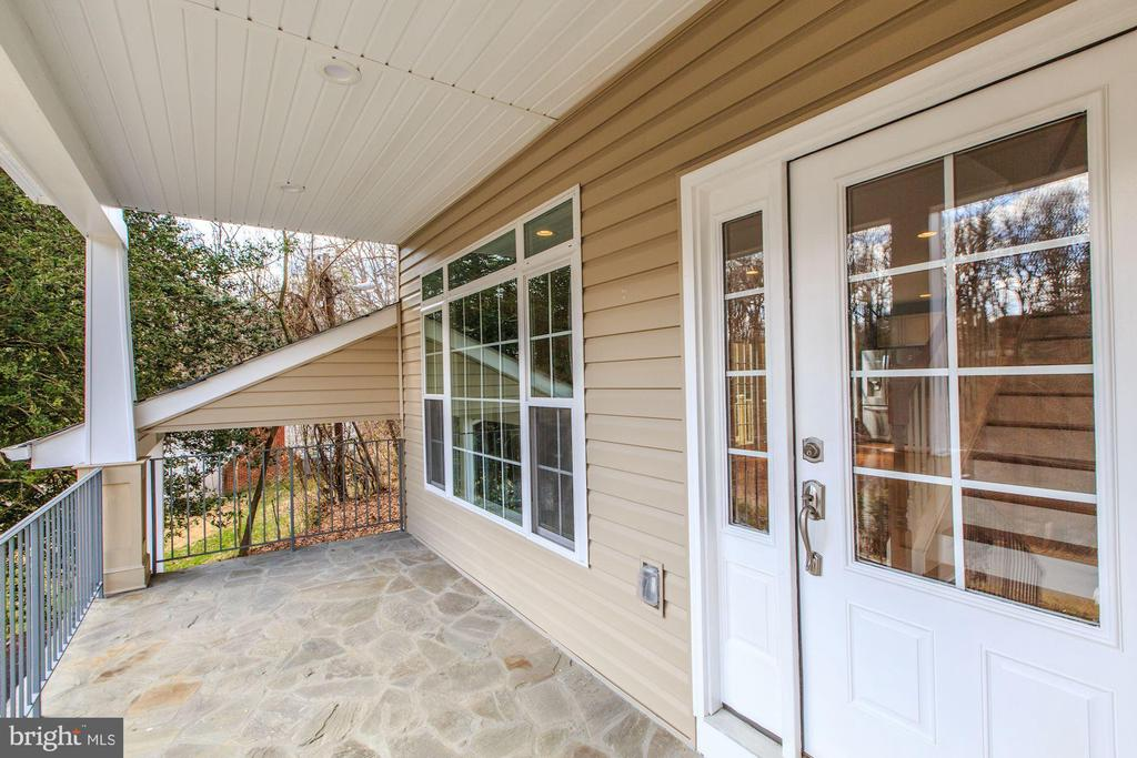 Relax on the front porch and enjoy the view - 4412 RYNEX DR, ALEXANDRIA