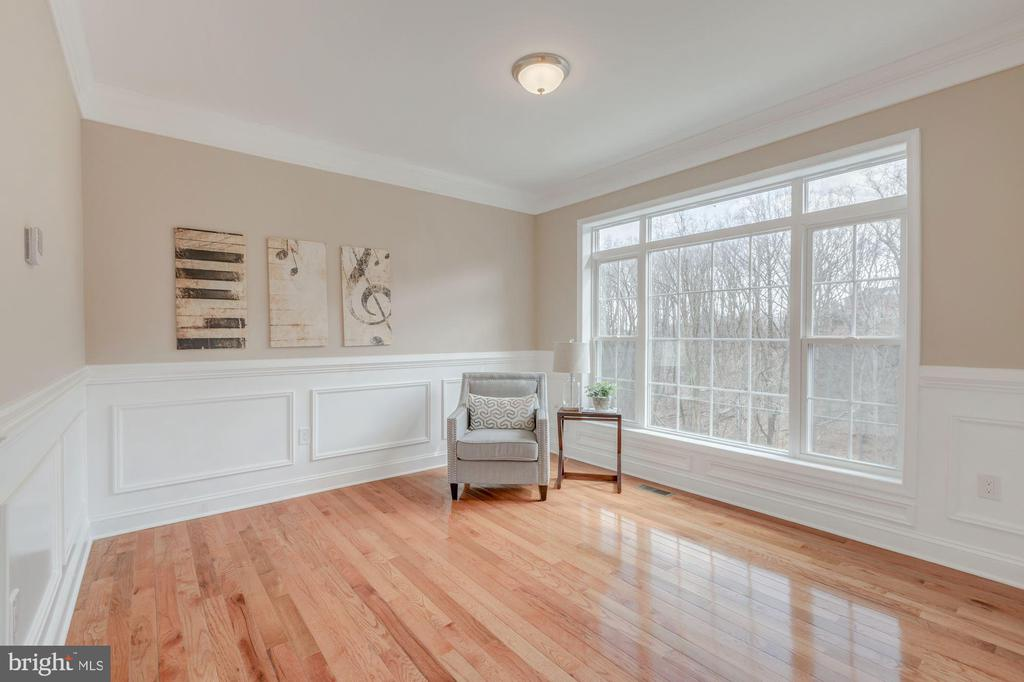 Sitting Room on Main Level - 4412 RYNEX DR, ALEXANDRIA