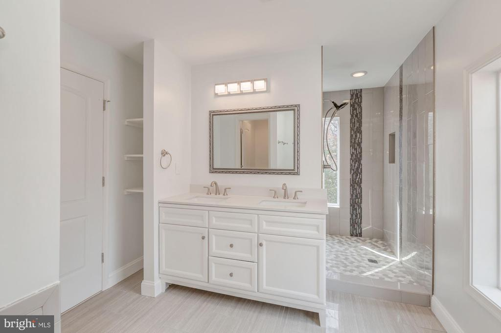 Luxury Master Bathroom with two sinks - 4412 RYNEX DR, ALEXANDRIA