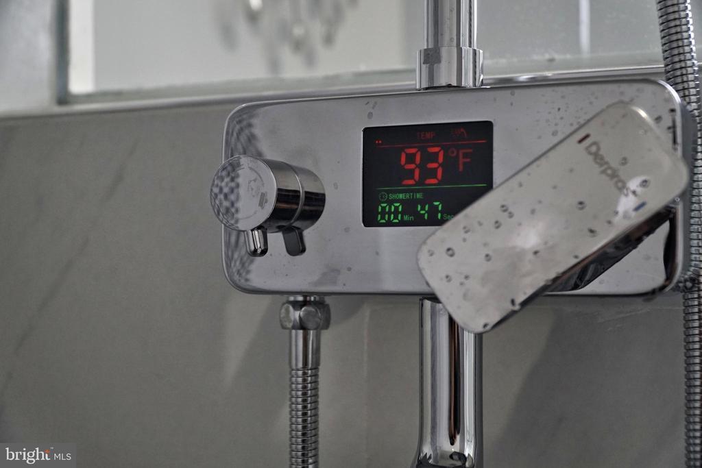 Master bathroom - 6511 ADAK ST, CAPITOL HEIGHTS