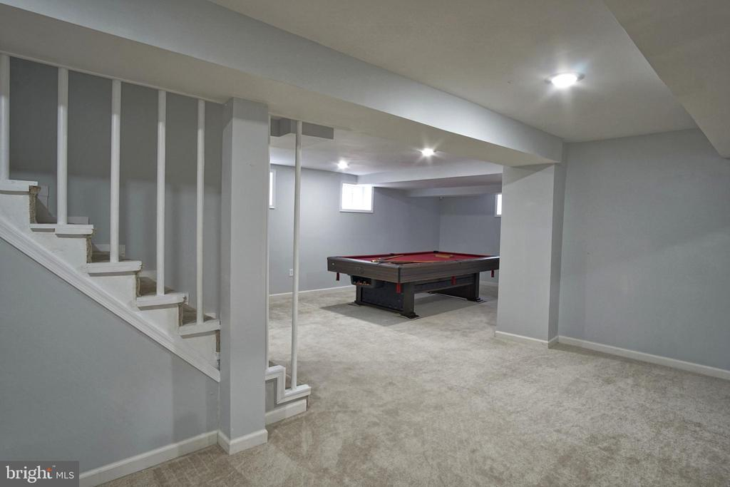 Lower level, pool table conveys - 6511 ADAK ST, CAPITOL HEIGHTS