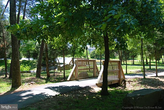 The paved trails can take you to all the Amenities - 22638 TWITTER SQ, ASHBURN