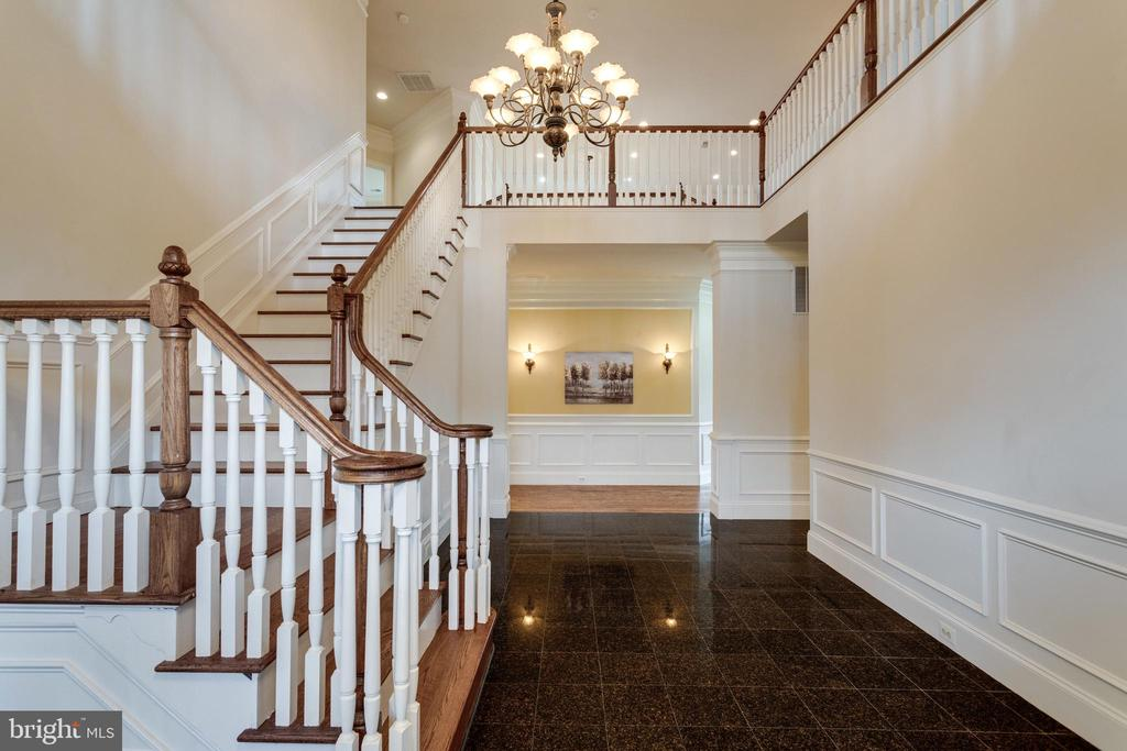 The large foyer is both grand and welcoming - 1847 HUNTER MILL RD, VIENNA