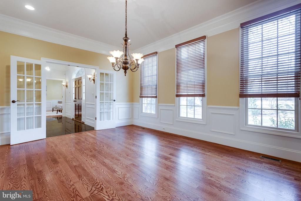 Lovely French doors offer privacy while dining - 1847 HUNTER MILL RD, VIENNA