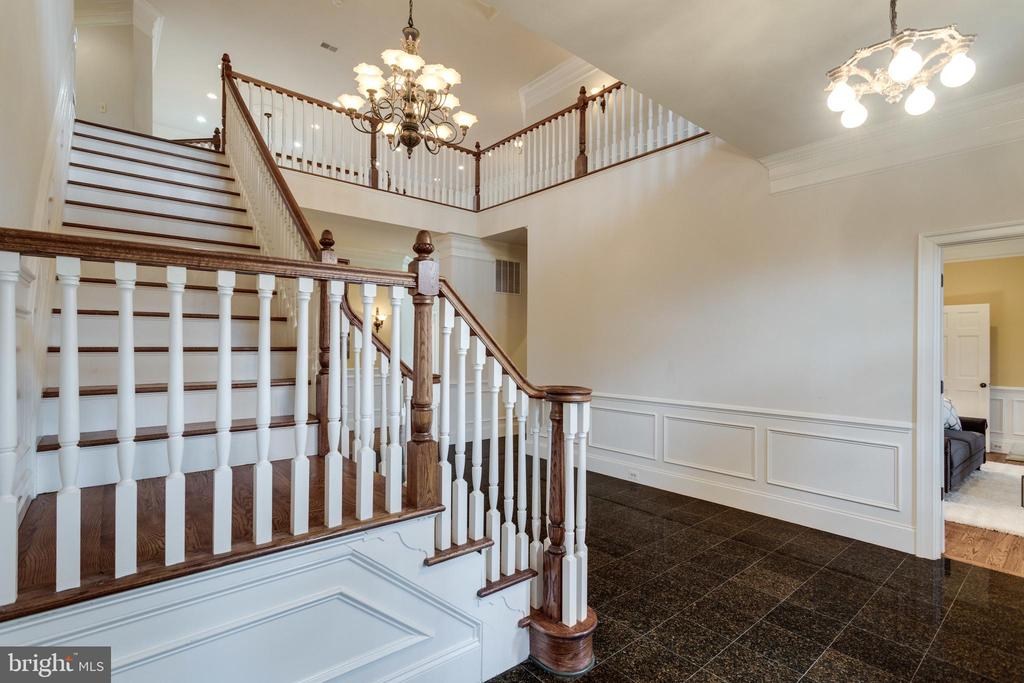Grand wide staircase - 1847 HUNTER MILL RD, VIENNA