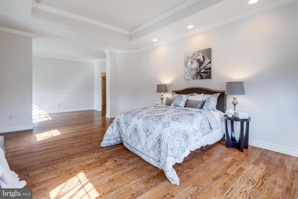 Gleaming hardwoods in the UL Master Bedroom - 1847 HUNTER MILL RD, VIENNA