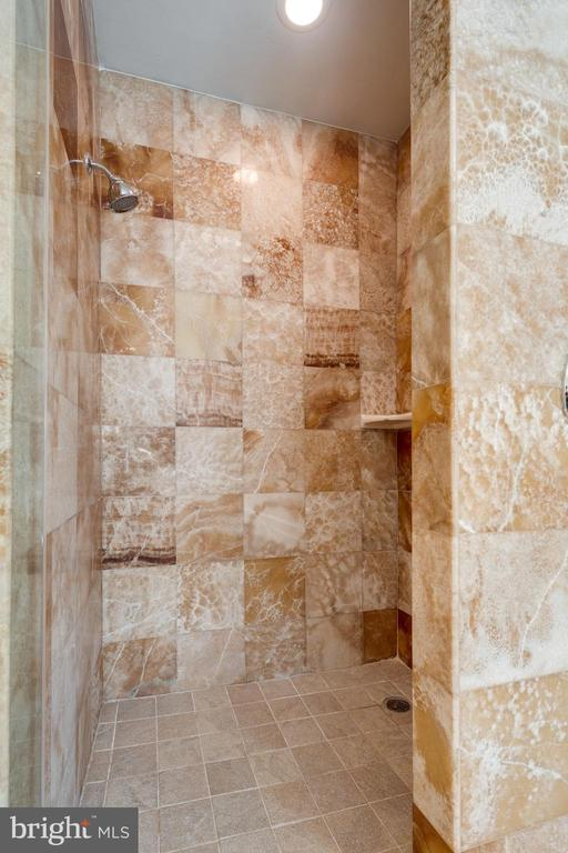 Rare onyx marble also in the separate shower - 1847 HUNTER MILL RD, VIENNA