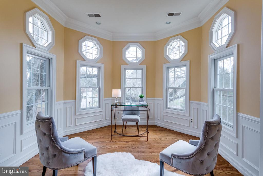 Hexagon room is a perfect office or conservatory - 1847 HUNTER MILL RD, VIENNA