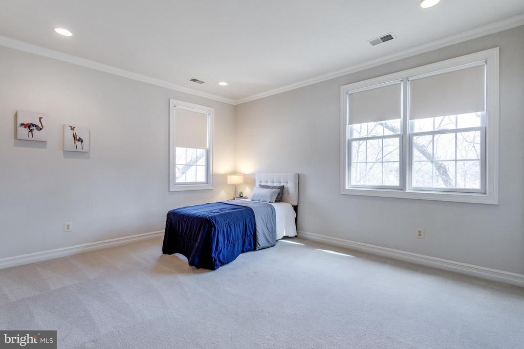 En-suite bedroom w/ walk-in closet - 1847 HUNTER MILL RD, VIENNA