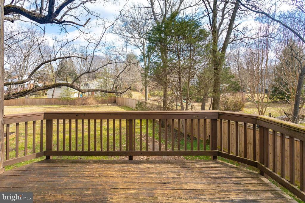 Sundeck for lounging - 1847 HUNTER MILL RD, VIENNA