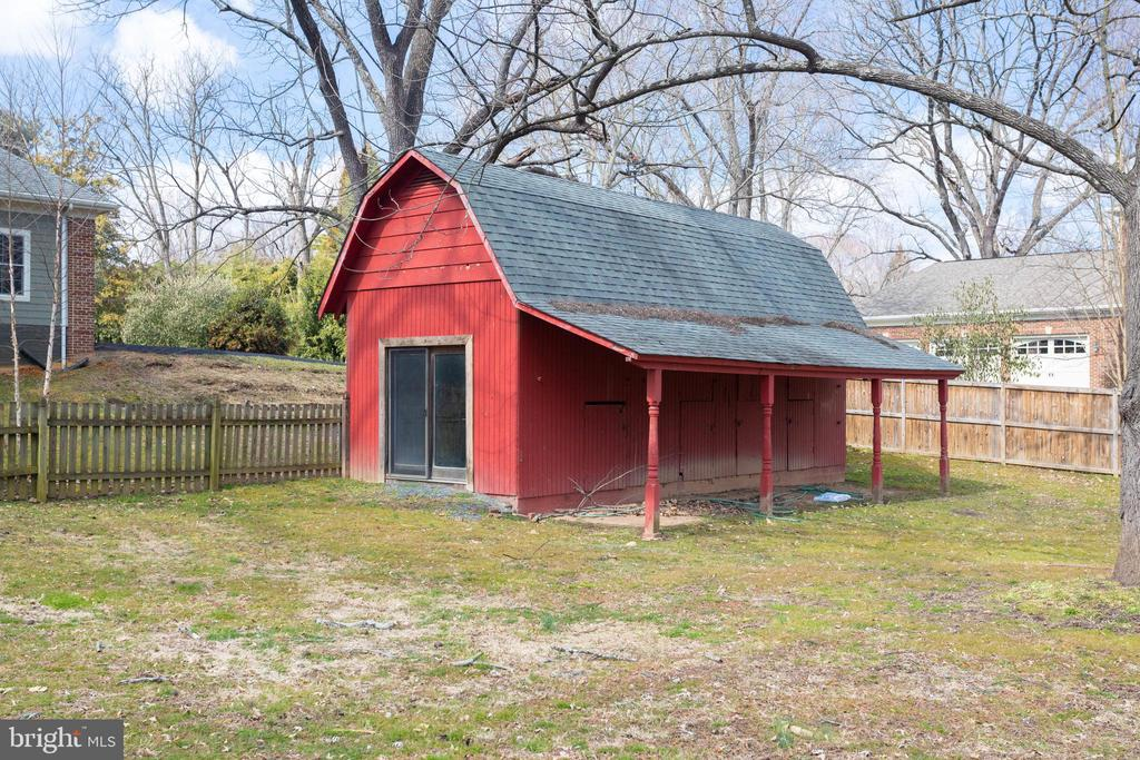 Barn for storage or converted into pool house? - 1847 HUNTER MILL RD, VIENNA