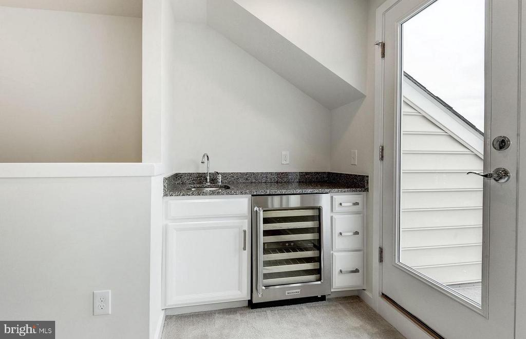 Built -in Wet Bar  & Wine Chiller in the Loft - 19959 MAJOR SQ, ASHBURN