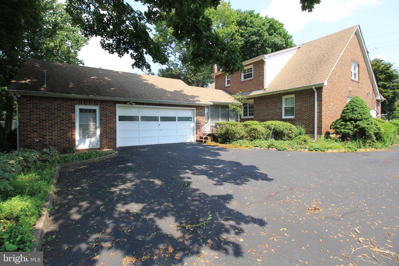 Частный односемейный дом для того Продажа на 311 CEDAR GROVE Lane Somerset, Нью-Джерси 08873 Соединенные ШтатыВ/Около: Franklin Township