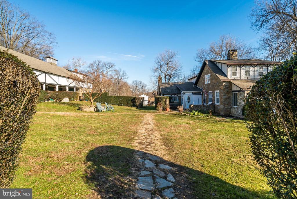 House and Tudor Style Barn - 36042 JOHN MOSBY HWY, MIDDLEBURG