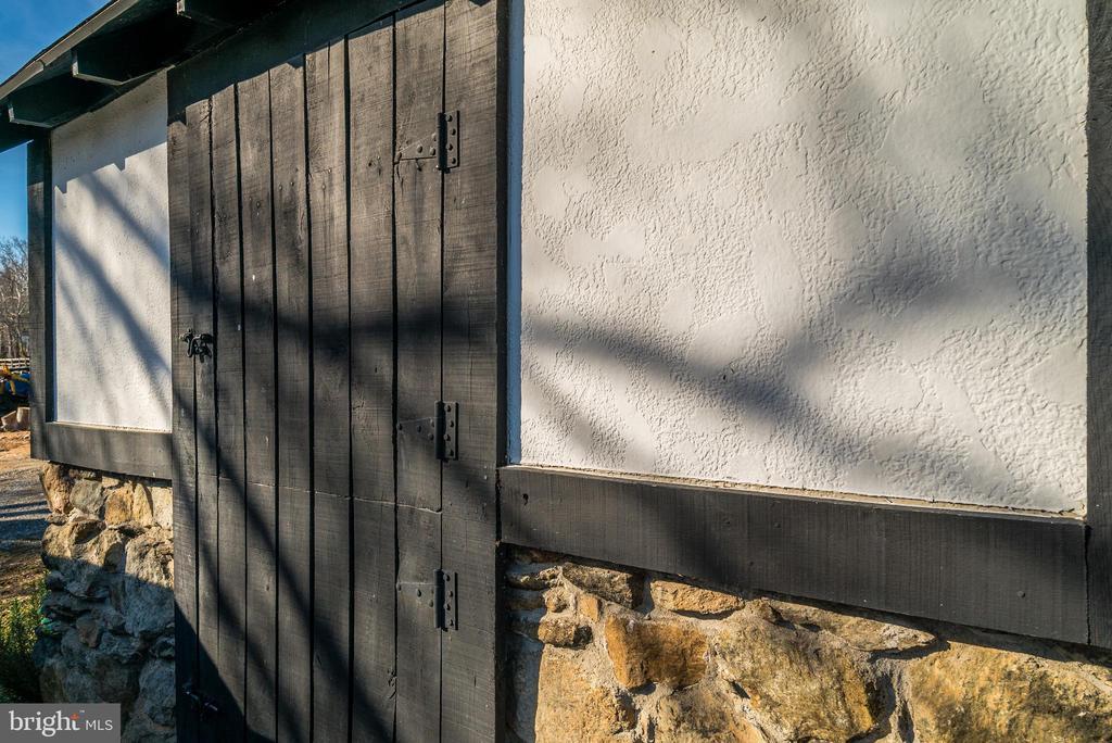Barn details - 36042 JOHN MOSBY HWY, MIDDLEBURG