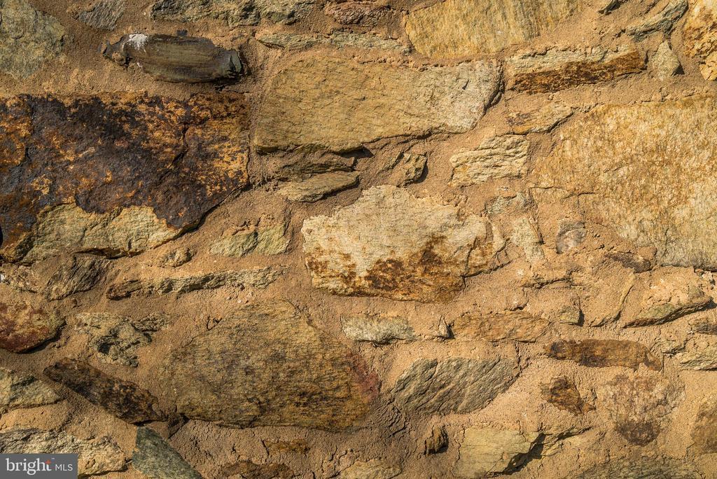 Stonework - 36042 JOHN MOSBY HWY, MIDDLEBURG