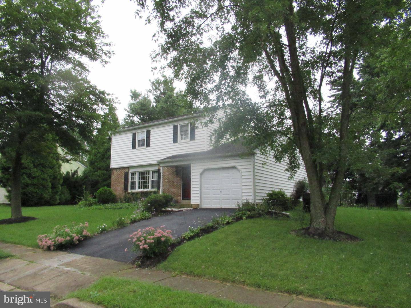 Photo of home for sale at 903 Liberty Lane, Warrington PA