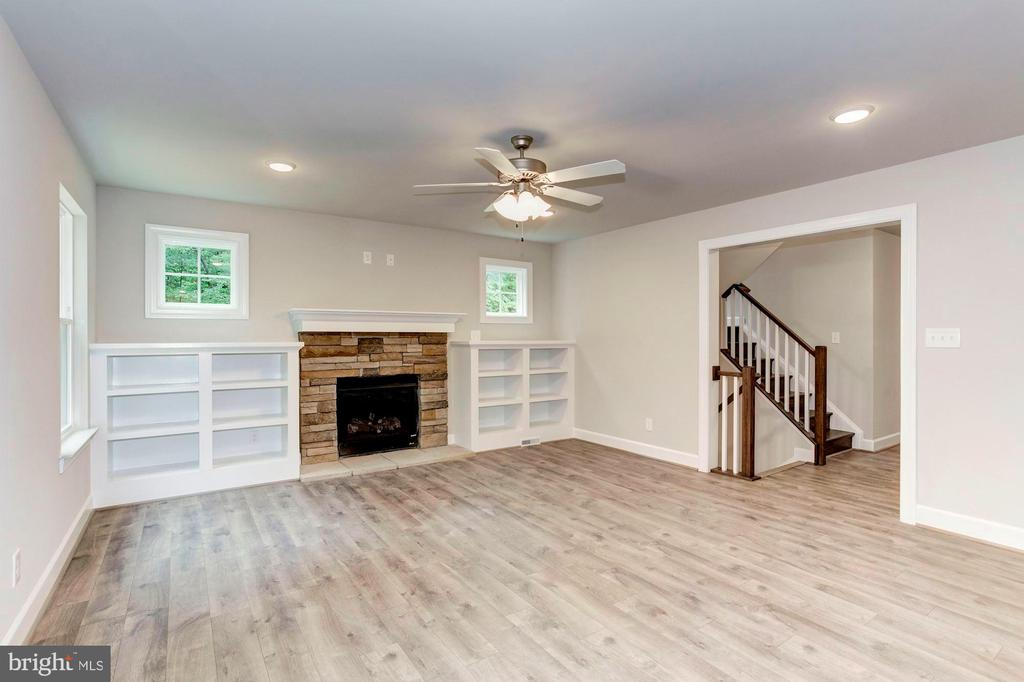 The bookcases are an Upgrade Option. - 004 BETHEL CHURCH RD, FREDERICKSBURG