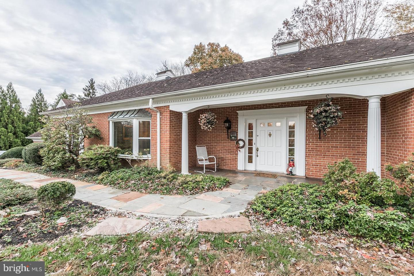 Single Family for Sale at 9809 Beach Mill Rd Great Falls, Virginia 22066 United States