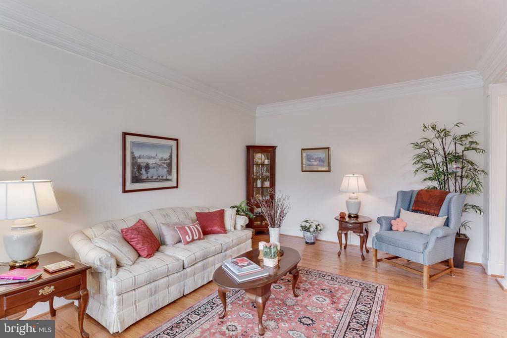 So many options for this room! - 6397 GAYFIELDS RD, ALEXANDRIA