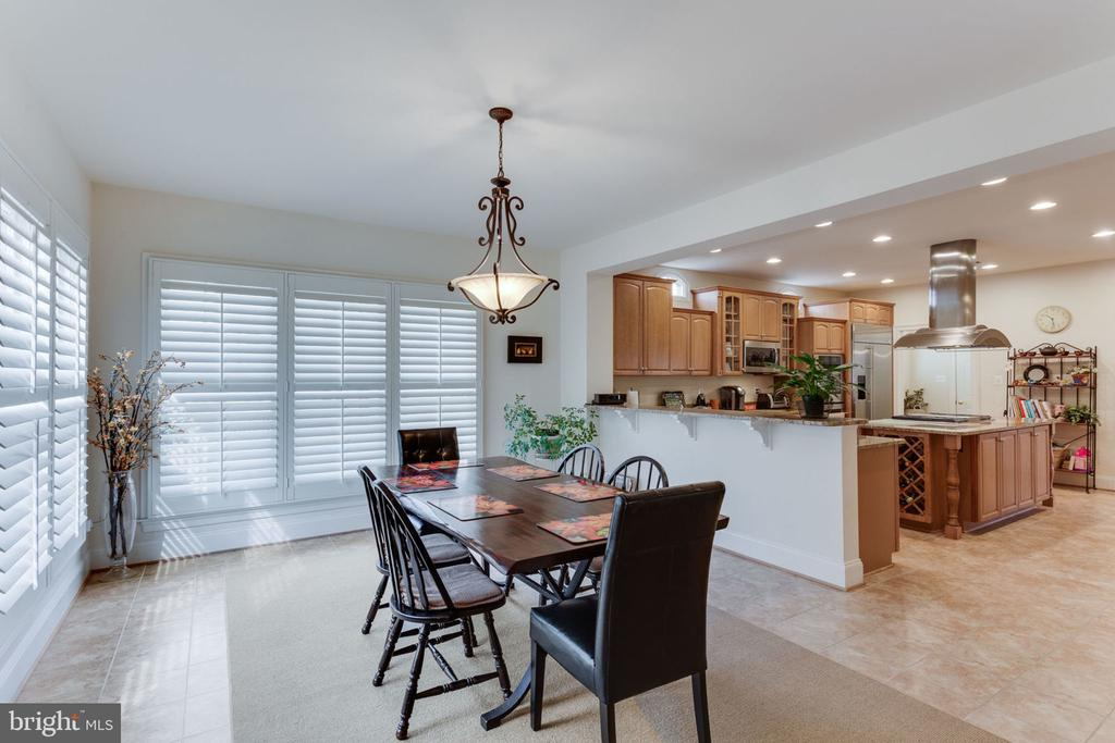 Space for casual dinners or big family breakfasts! - 6397 GAYFIELDS RD, ALEXANDRIA