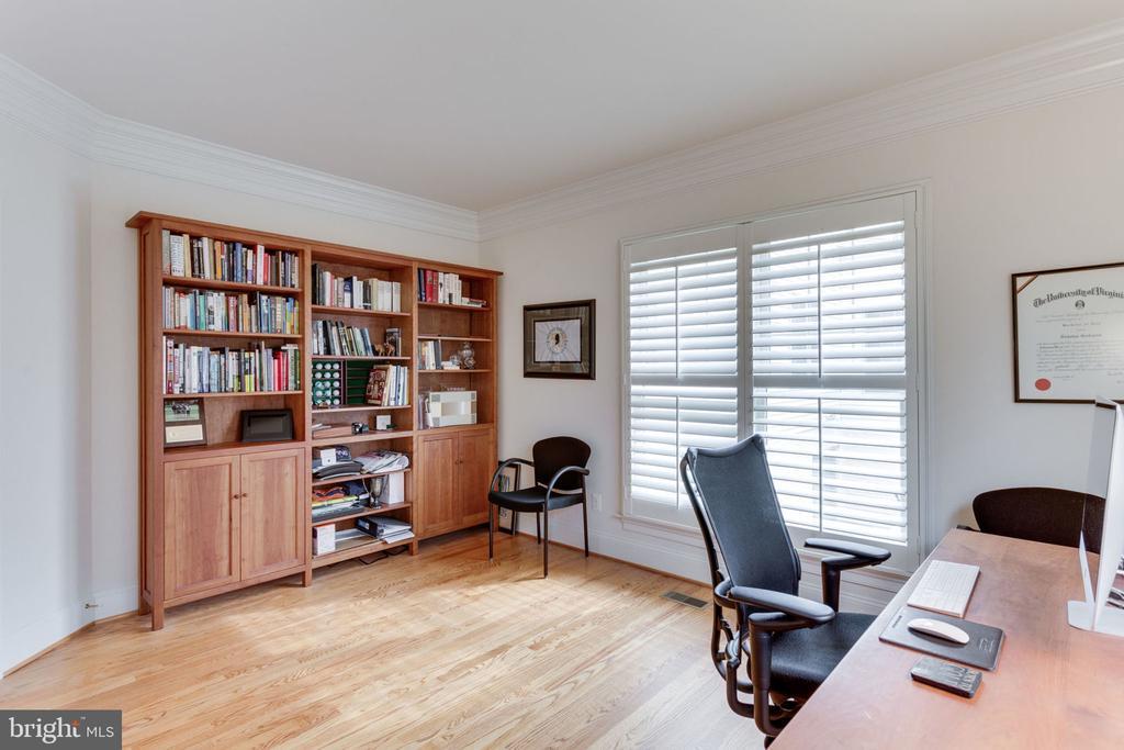 Office offers custom built-ins. - 6397 GAYFIELDS RD, ALEXANDRIA