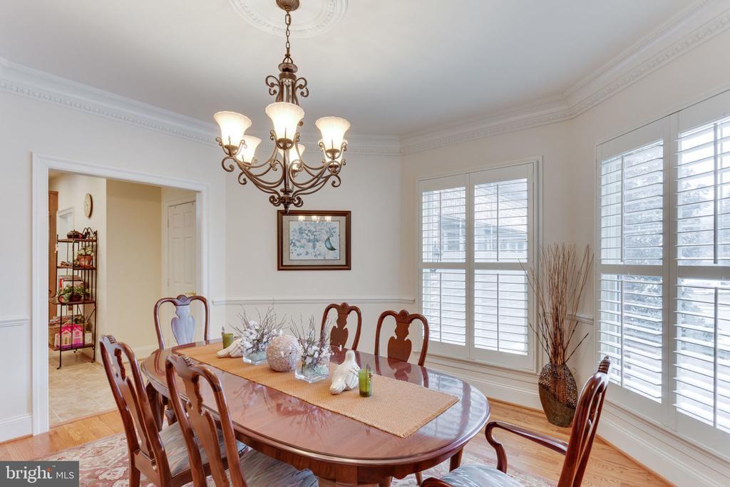 Elegant formal dining room. - 6397 GAYFIELDS RD, ALEXANDRIA