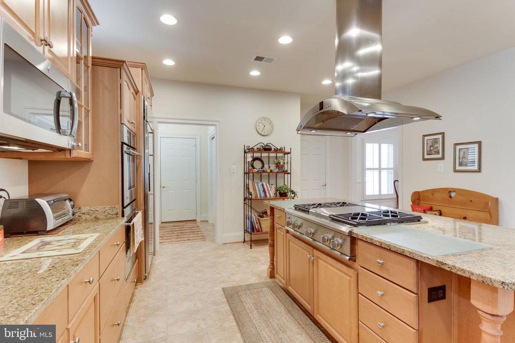 Mud room off kitchen! - 6397 GAYFIELDS RD, ALEXANDRIA