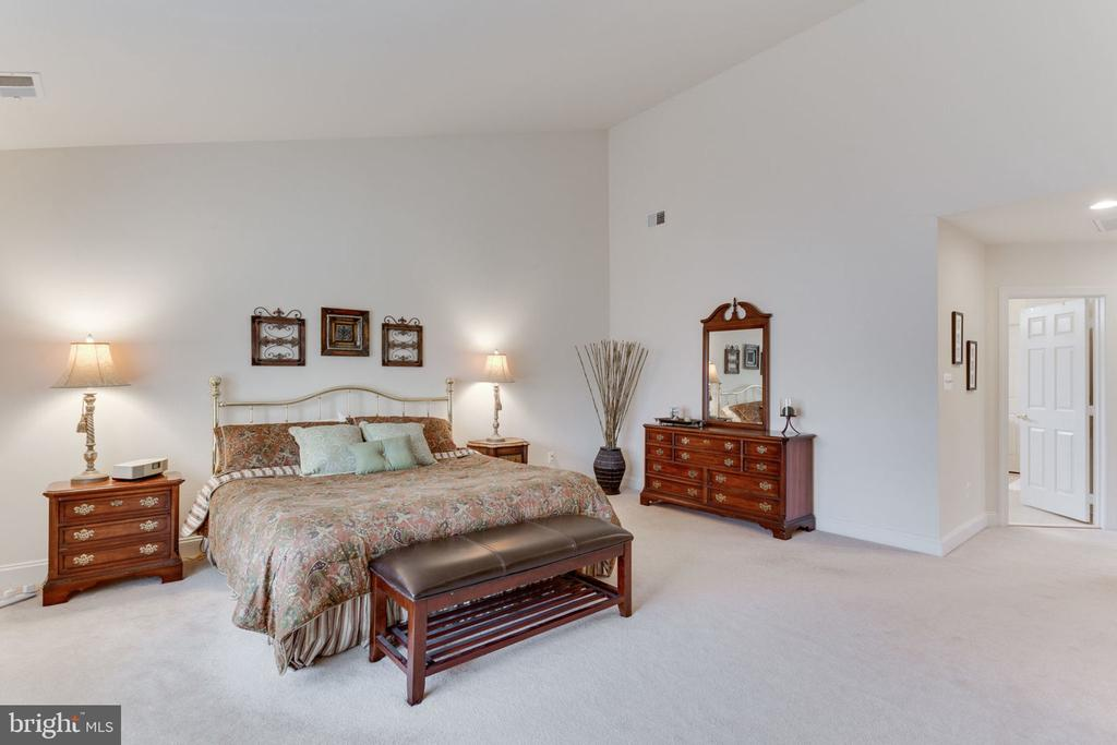 Huge room for the grandest of furniture! - 6397 GAYFIELDS RD, ALEXANDRIA