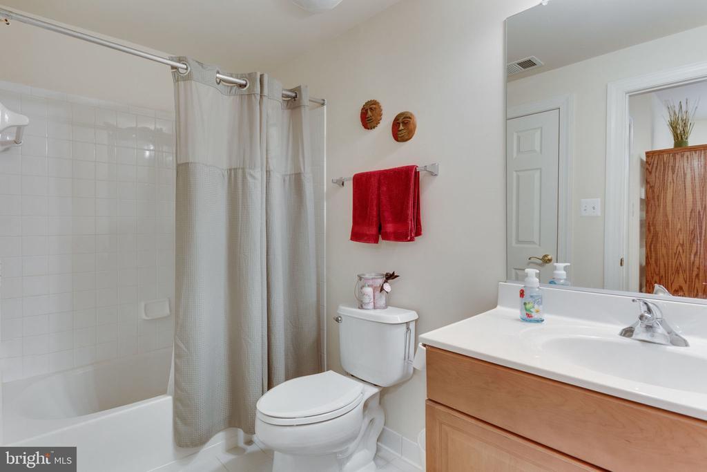 Lower level full bath. - 6397 GAYFIELDS RD, ALEXANDRIA