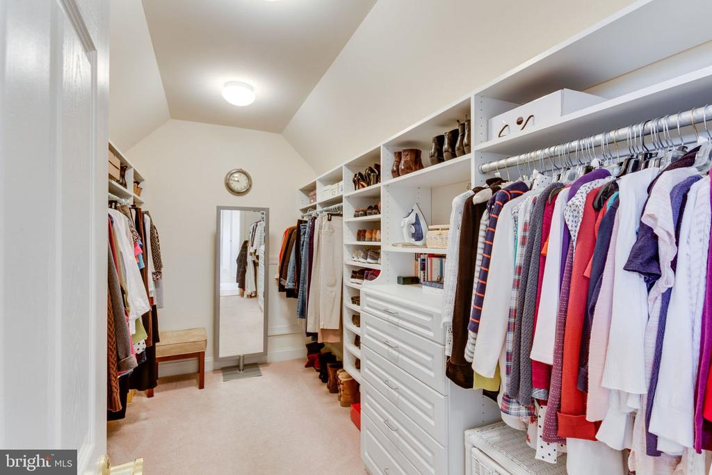 Hers or his closet? You decide! - 6397 GAYFIELDS RD, ALEXANDRIA