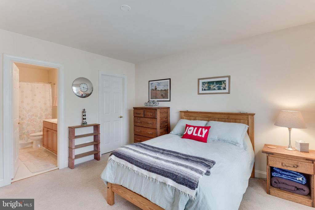Bedroom #3 also has ensuite! - 6397 GAYFIELDS RD, ALEXANDRIA