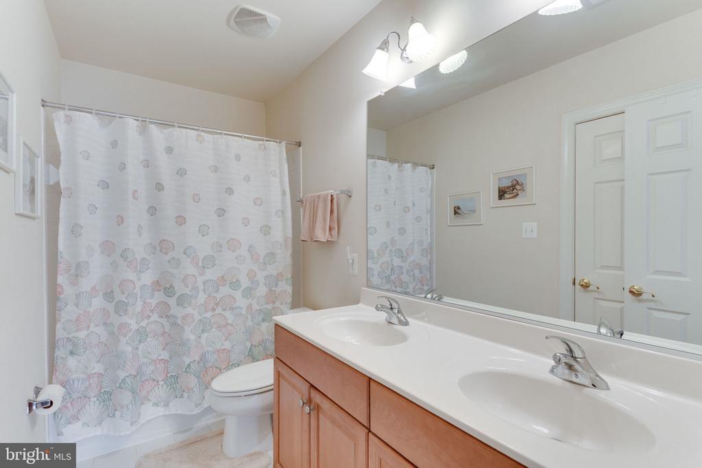 Bathroom #3 - 6397 GAYFIELDS RD, ALEXANDRIA