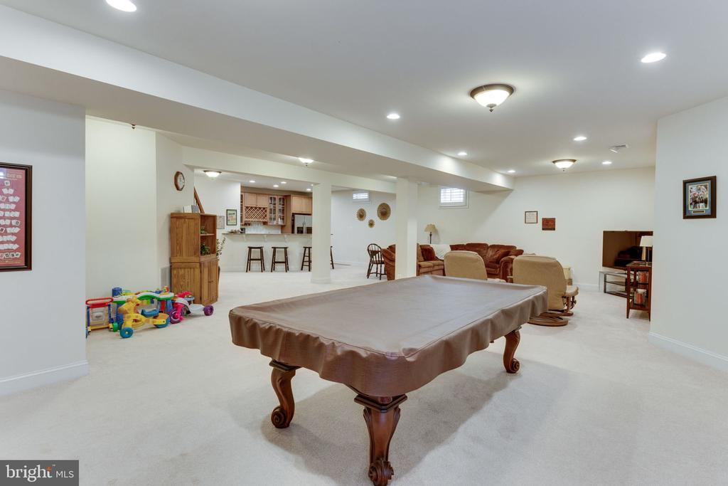 Wonderful open recreation room for great parties! - 6397 GAYFIELDS RD, ALEXANDRIA