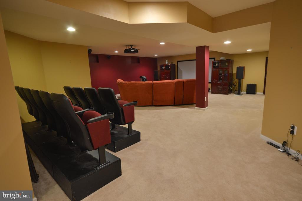 Basement Theater Room - 10163 BROADSWORD DR, BRISTOW