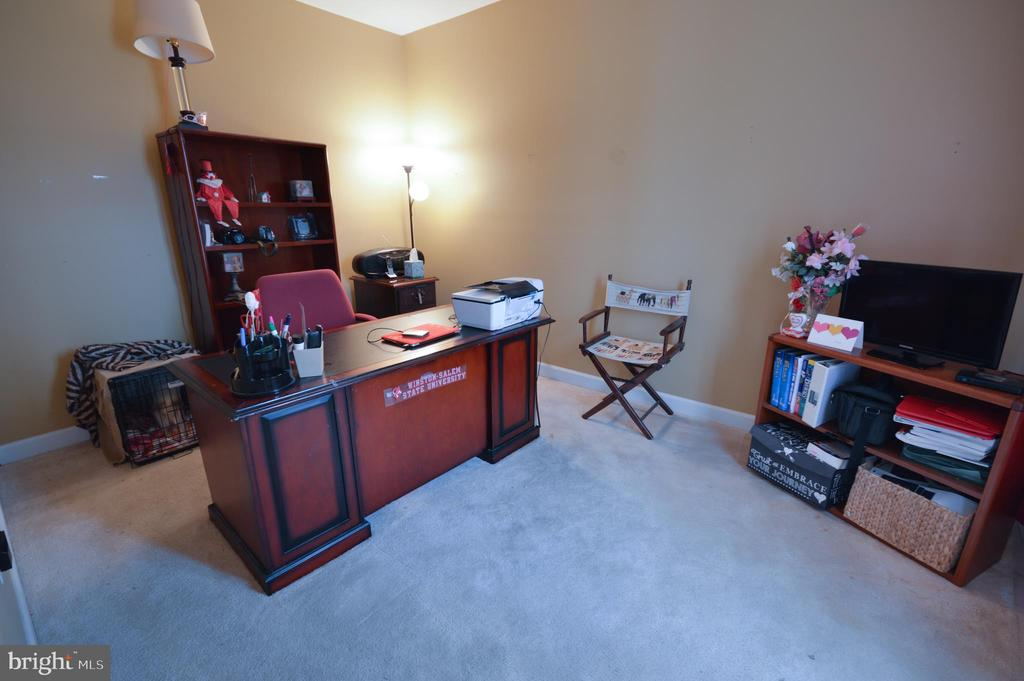 First Floor Office - 10163 BROADSWORD DR, BRISTOW