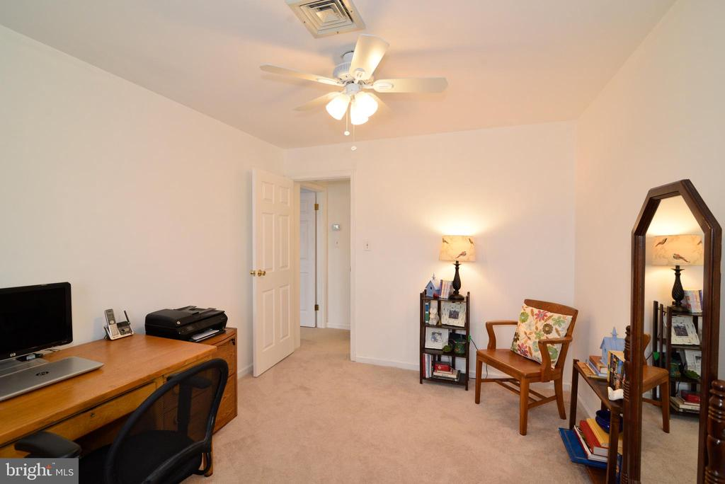 Bedroom #4, Guest room or a second office space - 39520 SWEETFERN LN, LOVETTSVILLE